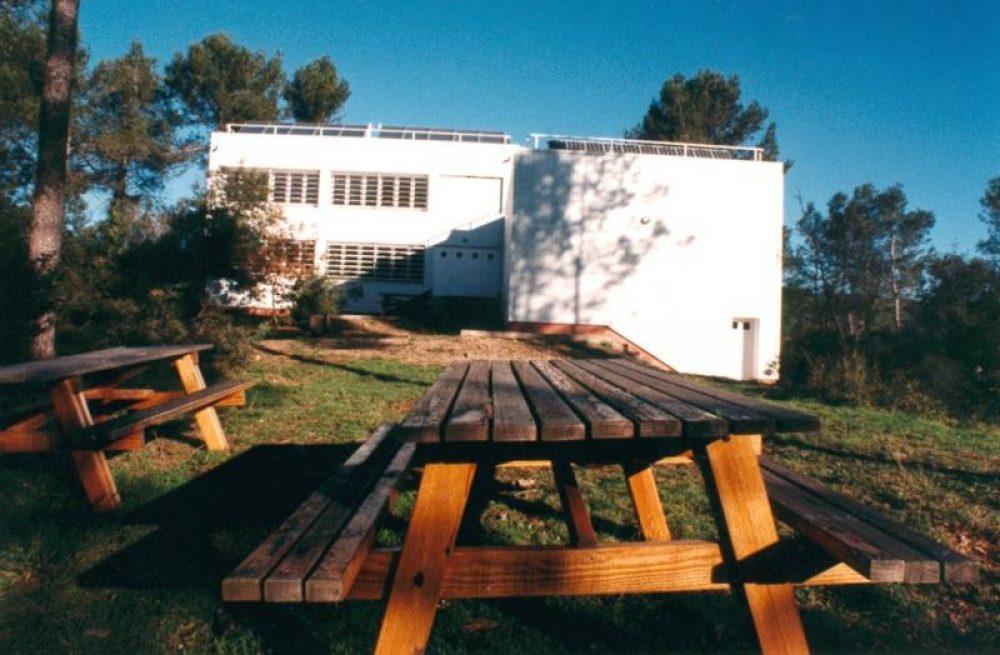 Casa de col nies can santoi molins de rei guia33 for Casas molins de rei